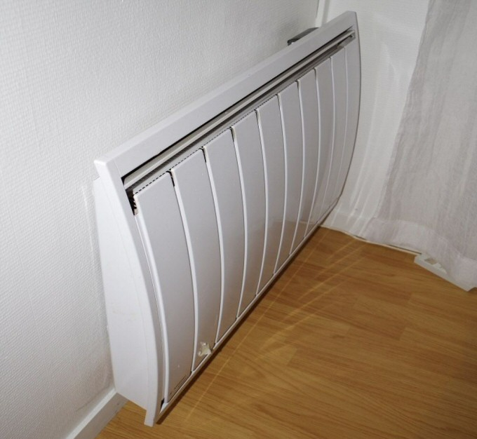 radiateur mural vertical electrique radiateur lectrique. Black Bedroom Furniture Sets. Home Design Ideas