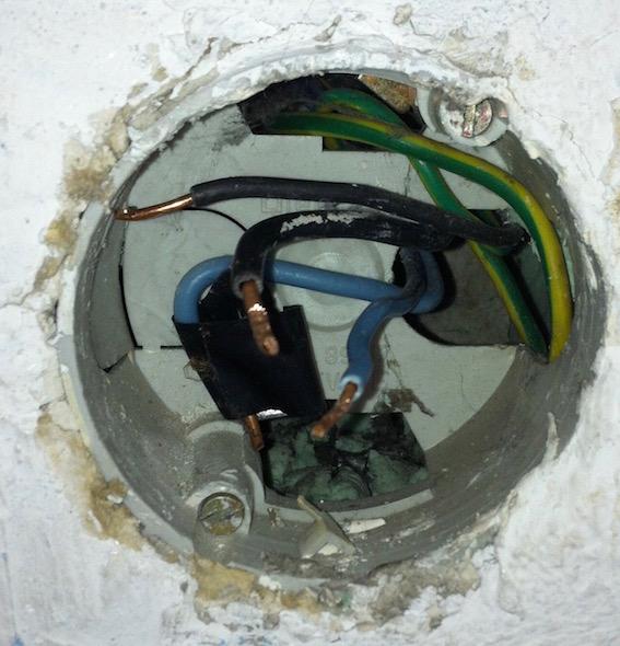Boite de raccordement électrique pour radiateur