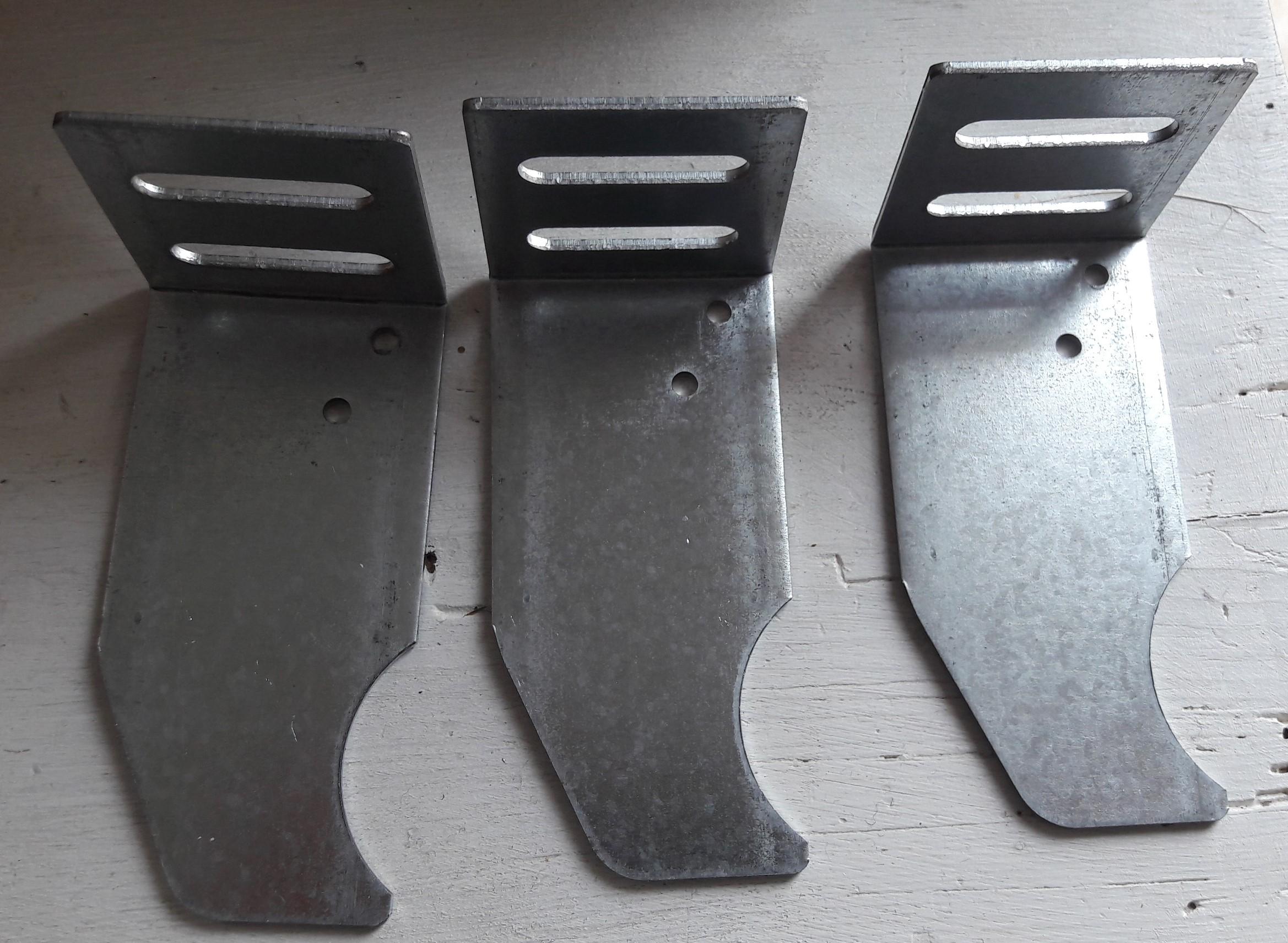 Les 3 supports pour fixer le radiateur