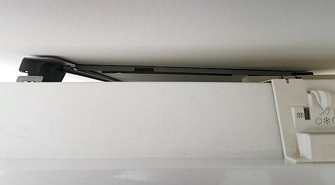 Support sur lequel est fixé au mur le radiateur